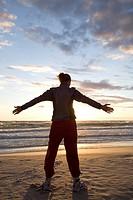 En Kvinna I Medelåldern Gör Yoga På Sandtranden I Solnegången.Foto:Erja Lempinen Kod: 9140 Copyright Scanpix Sweden, Woman Doing Yoga On The Beach