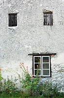 Fönster på kalkstenshus, Gotland Close_Up Of Windows On Stone House, Gotland, Sweden