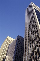 Low angle view of office building Skyskrapor mot blå himmel i San Francisco, Californien, USA