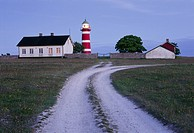Närsholmens Fyr På Sydöstra Gotland, Dirt Road In Field With Lighthouse In Background, Gotland