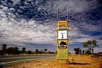Morllskylt Vid Landsväg På Landsbygden, Australien, Hotel Signs On Road