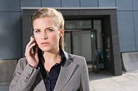 Businesswoman with cellphone (thumbnail)