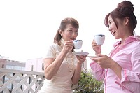 The Mother And Daughter Who Drink Tea