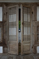 korean traditional door