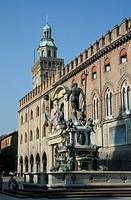 Piazza del Nettuno, Palazzo Comunale and Neptune Fountain, Bologna, Emilia Romagna, Italy, Europe