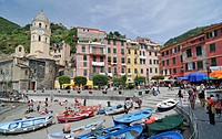 View of the harbour in Vernazzo, Ligurien, Cinque Terre, Italy, Europe