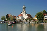 Church at waterfront, St. Georg Church, Halbinsel, Wasserburg, Lake Constance, Bavaria, Germany