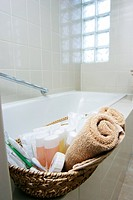Bathroom, bathtub, towel (thumbnail)