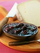 Ossau_Iraty cheese and dark cherry jam