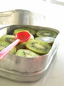 Kiwi in half in lunch box