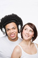 Friends listening to music (thumbnail)