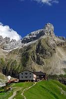 Hut Memminger Huette with view to Seekoepfle, Lechtal range, Tyrol, Austria