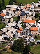 Caserío de Serveto en el que destaca la Iglesia de San Félix (siglos XVI_XVII) - La Comuna - Valle de Gistaín - Sobrarbe - Pirineo Aragonés
