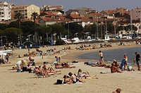 Group of people on the beach, Sainte Maxime, Provence_Alpes_Cote D´azur, France