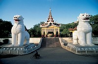 Myanmar - Mandalay - Shrine and dragon statues
