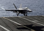 F/A_18E Super Hornet returns to the flight deck