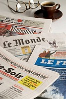 Newspapers. Journaux.