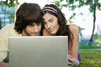 Young couple using laptop (thumbnail)