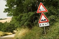 Road sign warnings, Tuscany