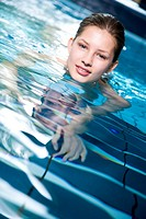Young woman in the swimming pool (thumbnail)