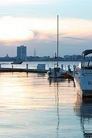 Boats, parked, positioned, sun, dawn, dusk (thumbnail)