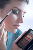 Woman putting eye shadow (thumbnail)