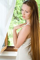 Young woman in the morning (thumbnail)