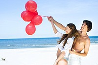 couple with balloons†