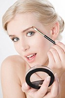 woman applying eyebrow shadow