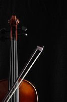 Single violin and bow close_up