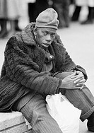 Seventies, black and white photo, people, black man wearing a fur coat and a woolly hat, aged 30 to 40 years, Great Britain, England, London