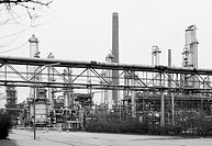 Seventies, black and white photo, economy, petrochemistry, oil refinery of Ruhr Oel in Gelsenkirchen_Scholven, operator BP Gelsenkirchen GmbH, at the ...