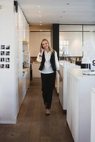Business woman in office using mobile phone (thumbnail)