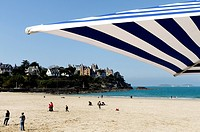 Plage de l'Ecluse Ecluse Beach and typical villas, Dinard, Brittany, France, Europe