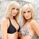 Schwestern _ Zwillinge _ Bikini