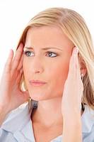 Blondine _ Kopfschmerzen _ Migraene