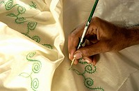 HAND PAINTING ON SAREES FOR HANDLOOM WEAVERS OF BALARAMAPURAM NEAR TRIVANDRUM
