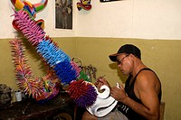 Dominican Republic - Santiago - Crafts - Artisan Caretero - Manufacturing carnival mask (thumbnail)
