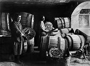 deruta, fabbrica maioliche, imballo delle maioliche e spedizione oltremare, umbria, italia, 1930