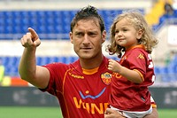 francesco totti with daughter chanel, roma 2009