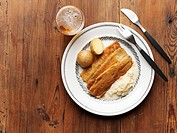Fried herring fillets with creamed onions & boiled potatoes