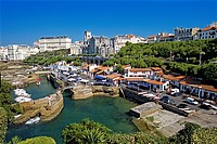 France, Pyrenees Atlantiques, Biarritz, view on the old harbour and his fisherman cabins from the rocks