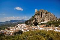 Spain, Andalusia, Sierra Grazalema Natural Park, white village of Zahara de la Sierra
