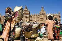 Mali, Mopti Region, Djenne, listed as World Heritage by UNESCO, market day at the bottom of the mosque