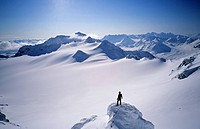 Norway, Troms County, Lyngen Alps, Ski touring at the summit of Stor Galten 1220 m facing Gammvik glacier