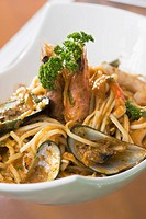 Close_up of spaghetti with mussels