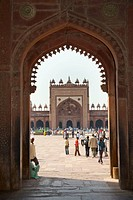 Looking through Shahi Darwaza Gate to Jama Masjid Mosque, Fatehpur Sikri, near Agra, Uttar Pradesh, India