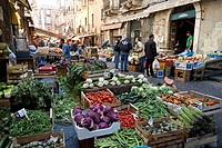 Italy, Sicily, Catania, market in Piazza del Duomo Cathedral Square