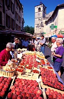 France, Vaucluse, market day in the town of Isle sur la Sorgue