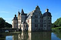 D-Dortmund, Ruhr area, North Rhine-Westphalia, D-Dortmund-Bodelschwingh, Bodelschwingh Castle, water castle, mirror image, mirror reflection, Route of...